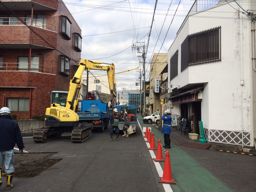 下水道工事始まる。